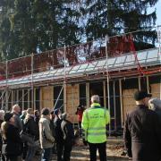 Die zweite Baustellenführung im Oettinger Wörnitzfreibad.