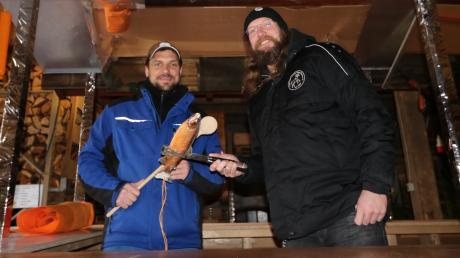 Megesheim sucht den Superkoch: Martin Wach (links) und Thomas Aust auf der mobilen Grillbude.