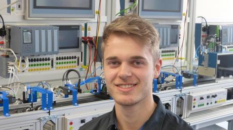 Jonas Hertles Begeisterung für die Programmierung automatisierter Abläufe deckt sich hervorragend mit den bevorstehenden beruflichen Anforderungen.