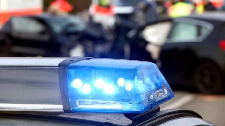 """Schwer verletzt wurde ein Motorradfahrer bei einem Unfall am """"Bleicher Berg"""" nördlich von Krumbach (Symbolbild)."""