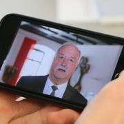 Oberbürgermeister Hermann Faul hat sich in einer Videoaufnahme im Rathaus für OB-Kandidat David Wittner ausgesprochen.