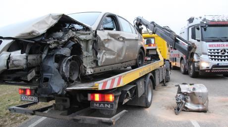 Totalschaden am Fahrzeug eines jungen Autofahrers.