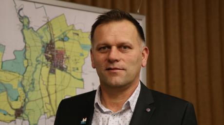 Der 49-jährige Auhausener Martin Weiß möchte seine zweite Amtsperiode im Rathaus der Gemeinde Auhausen antreten.
