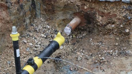 Die beiden Bauarbeiter wollten Schweißarbeiten an diesem Gasrohr durchführen, als es aus bisher ungeklärter Ursache zu einer Explosion kam.