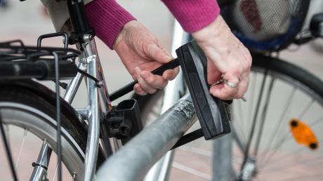Die Polizei hat in Dillingen durch Zufall gestohlene Räder entdeckt.