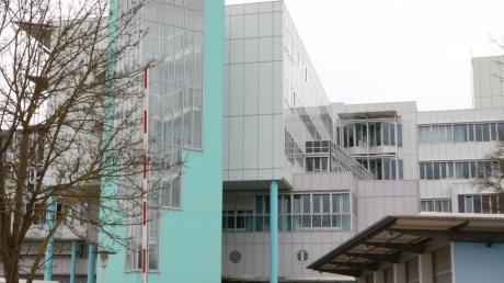 Immer mehr Menschen melden sich in den Notaufnahmen der Kliniken des gKU, um sich auf das Coronavirus testen zu lassen. Unser Bild zeigt das Stiftungskrankenhaus Nördlingen.