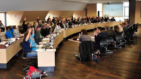 Unser Bild zeigt die konstituierende Sitzung des Kreistages 2014. Wann eine Wahlperiode später, also 2020, diese Sitzung stattfinden soll, ist wegen der aktuellen Lage noch nicht bekannt.