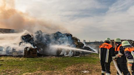 Auf einem Hof am Ortsrand von Laub gab es einen Großbrand.