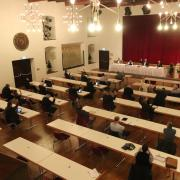 Der Nördlinger Stadtrat hat am Donnerstag den Haushalt für das Jahr 2020 beschlossen – in dem Wissen, dass er so kaum umzusetzen ist. Um Ansteckungen zu vermeiden, wurde die Sitzung in den Klösterle-Saal verlegt.
