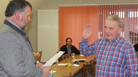 Ulrich Lechner (rechts) ist als neuer stellvertretender Bürgermeister der Gemeinde Megesheim von Rathauschef Karl Kolb vereidigt worden.