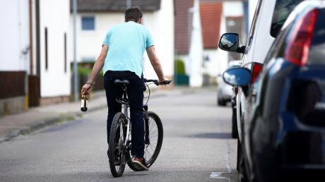 Knapp zwei Promille hatte ein 54-Jährigen in Welden in Blut, als er am Sonntagnachmittag von seinem Fahrrad stürzte.