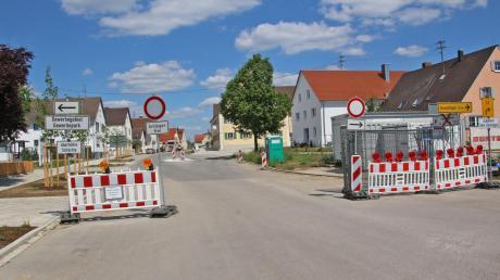 Die Baustelle in der Deininger Hauptstraße liegt in den letzten Zügen. Die Straße wird voraussichtlich Mitte Juni geteert.