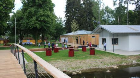 Unbekannte haben die Umkleidekabinen im Wörnitzfreibad in Oettingen aufgebrochen.