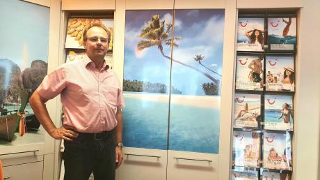 Werner Schwarzer, Geschäftsführer des Reisebüros Schwarzer in Nördlingen, empfiehlt Urlaubern Ziele in Deutschland, aber auch in Südeuropa.