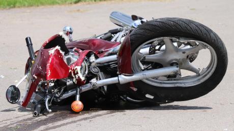 Ein 58-jähriger Motorradfahrer aus Harburg ist am Sonntagvormittag bei Hürnheim tödlich verunglückt.