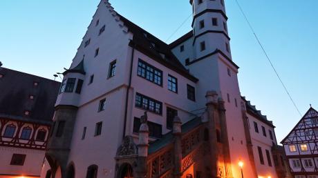 Auf die Stadt Nördlingen kommen erhöhte Kosten zu - etwa wegen der Betriebskosten des geplanten Hallenbades. Steuerausgaben sollen einen Teil der Mehrausgaben ausgleichen.