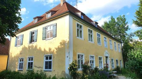 Verkaufen oder teilsanieren und behalten: Das alte Schulhaus in Utzwingen ist das älteste Schulhaus im Ries.