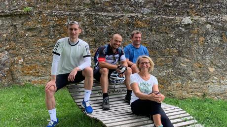 Teilnehmer der Áuftaktveranstaltung: Hier vor der Simultankirche in Ehingen am Ries (von links): Robin Helmschrott , Markus Steinhöfer, Thomas Helmschrott, Anita Gentner.