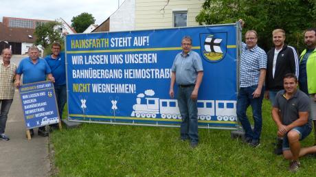 Bürgermeister Klaus Engelhardt (Mitte) und seine Gemeinderäte gehen auf die Barrikaden.
