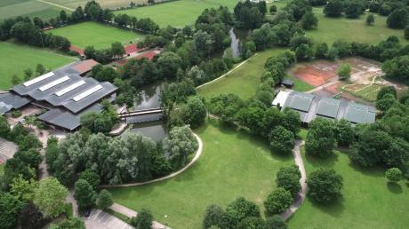 Jürgen Eichelmann hat im Stadtrat vorgestellt, wie ein neues Hallenbad im Rieser Sportpark aufgebaut sein könnte.
