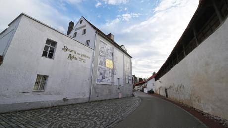 Das ehemalige Sudhaus der Ankerbrauerei soll bestehen bleiben und zu Wohnungen umgebaut werden. Stadtratsmitglieder äußern Zweifel im Hinblick auf die Genehmigungsfähigkeit des Vorhabens.