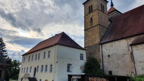 Das Abthaus (Prälatur) ist nach der Klosterkirche das zweitälteste Gebäude in Auhausen und hat eine entsprechend bewegte Geschichte.