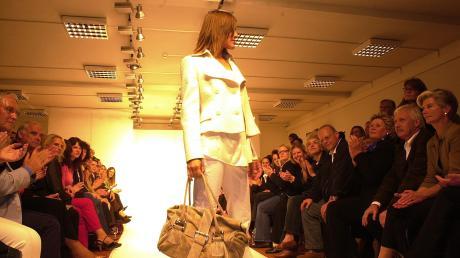 Modenschau bei Strenesse in Nördlingen im Jahr 2005, präsentiert wurde die Kollektion des Winters 2005/2006.