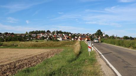 Der Bahnübergang Heimostraße könnte für den Verkehr geschlossen werden. Die Hainsfarther wollen sich ihre direkte Zufahrt zur Bundesstraße 466 nicht wegnehmen lassen und planen weitere Protestaktionen.