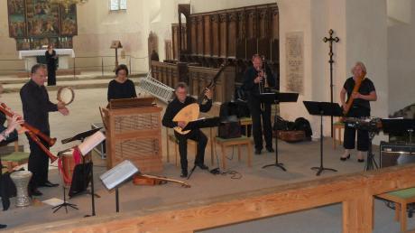 """Die """"Capella de la Torre"""" kombinierte bei """"Musica Ahuse"""" Musik der Renaissance mit einem modernen Instrument: der E-Gitarre."""