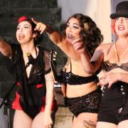 Voller Körpereinsatz: Lotti Lieblich, Elsie Marley und Bana Banana (von links) zeigten bei ihrer Burlesque-Show ihre Qualitäten.