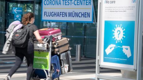 In den Corona Test-Centers an den Flughäfen können sich Reiserückkehrer kostenlos auf den Virus testen lassen.
