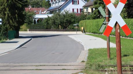 Unweit der Marktoffinger Feldbachsiedlung wurde ein Bahnübergang wieder in Betrieb genommen. Für die Anwohner wird das zum Problem.