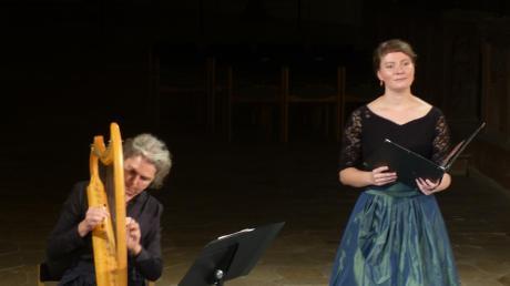 Sabine Lutzenberger und Bernadette Beckermann sangen in der Klosterkirche Auhausen Minnelieder.