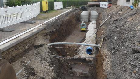 Die laufende Sanierung der Entwässerungskanäle in der Klosterstraße in Auhausen ist der Auftakt zu weiteren Sanierungsmaßnahme und wird zugleich die kommende Gebührenkalkulation beeinflussen.
