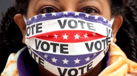 In der Nacht von Dienstag auf Mittwoch schließen die Wahllokale bei der Präsidentschaftswahl in den Vereinigten Staaten.
