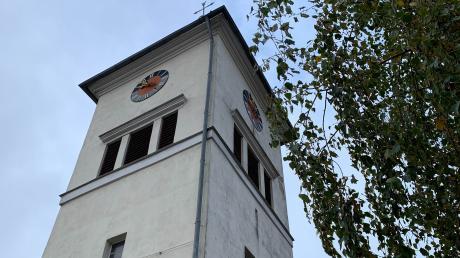 Der Kirchturm von St. Martin in Aufhausen.
