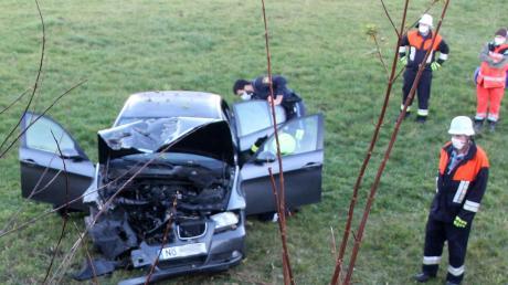 Bei einem Unfall zwischen Bollstadt und Amerdingen ist eine 32-jährige Frau verletzt worden. An ihrem Pkw entstand Totalschaden. Foto: Dieter Mack
