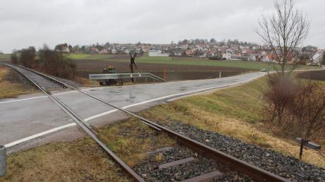 Einer der Bahnübergänge auf Höhe Hainsfarths: Um die Hesselbergbahn zu reaktivieren, müssen mehrere Übergänge saniert werden.