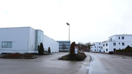 Wo einst Kleidung produziert wurde, soll Wohnraum entstehen. Im Bild zu sehen ist die Schäufelinstraße in Nördlingen, rechts der Triumph-Park.