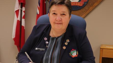 Mit der Unterschrift von Bürgermeisterin Rhonda Ehgoetz ist die Städtefreundschaft zwischen Neresheim und Perth East offiziell besiegelt.