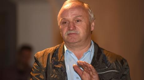 Der frühere Bürgermeister der Gemeinde Mönchsdeggingen hat in einer nichtöffentlichen Sitzung den Titel des Altbürgermeisters verliehen bekommen.