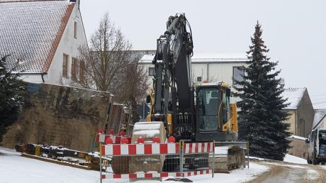 Baufahrzeuge werden in diesem Jahr das Ortsbild von Alerheim prägen. In der Ortsdurchfahrt werden die Abwasserkanäle saniert.