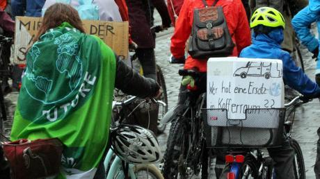 In Städten wie Augsburg ist die Klima-Bewegung Fridays-For-Future gut organisiert. In Nördlingen ist der Zulauf überschaubar.