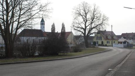 Im Munninger Ortsteil Schwörsheim soll in einigen Wochen mit der Sanierung des Abwassersystems begonnen und dabei Synergieeffekte für den Ausbau der Breitbandversorgung mittels Glasfaser geschaffen werden. Davon betroffen ist die Kirchstraße und der Bereich rund um die evangelische Kirche.