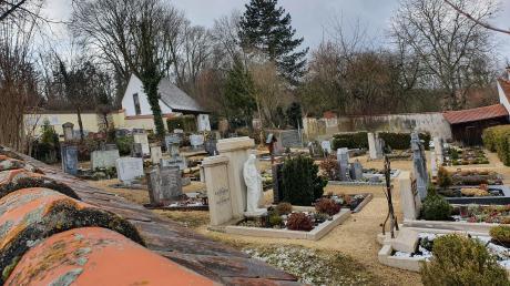 Der Gemeinderat Reimlingen plant im Haushalt Kosten ein, um ein Urnenfeld auf dem Friedhof anzulegen. Denn für diese Bestattungsform entscheiden sich immer mehr Menschen.