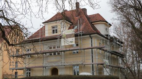 Einst wohnte in diesem Haus der Direktor des Nördlinger Gaswerks. Nun gehört es Tobias Hildebrandt und seiner Frau. Umgebaut hat es das Oettinger Unternehmen Taglieber.