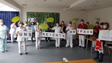 Krankenhaus-Mitarbeiter in Oettingen protestieren am Montag. Die Lage sei für die Pflege schon vor Corona nicht mehr akzeptabel gewesen, jetzt habe sich die Situation noch verschärft.
