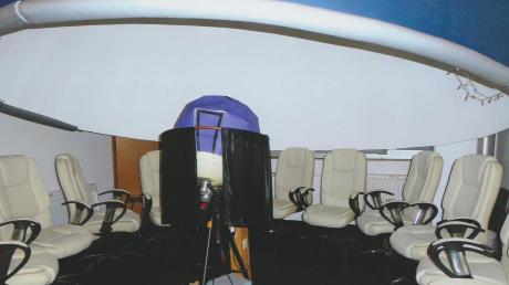 So sieht das Planetarium aus, das derzeit in einem Keller-Zimmer des Albrecht-Ernst-Gymnasiums betrieben wird.