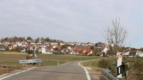 Der Bahnübergang Heimostraße in Hainsfarth bleibt erhalten. Der Bürgermeister der Gemeinde, Klaus Engelhardt, ist über diese Entwicklung sehr froh. Im vergangenen Jahr hatte es große Proteste gegeben.