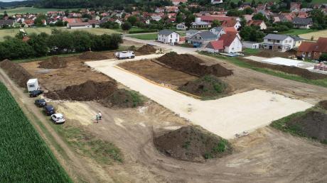 Luftbild der Grabungsfläche bei Mönchsdeggingen. Dort fand das Ausgrabungsteam eine Trinkschale und einen Feuerbock.